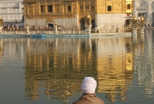 Pyhiä paikkoja / Uskonnon materiaaliseen ulottuvuuteen liittyy sekä rakennettuja että luonnon muodostamia paikkoja. Tähän tauluun aion koota kuvia, jotka liittyvät eri maailmanuskontojen pyhiin paikkoihin.