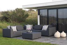 """Gartenmöbel aus Silvertex / Silvertex™ ist mit einer fortschrittlichen Silberion-Technologie ausgerüstet.  Dieser """"Stoff"""" enthält Silbermoleküle, die zuverlässig und umweltfreundlich Bakterien und die hierdurch entstehenden Gerüche und Verfärbungen bekämpfen. Silvertex™ ist antibakteriell, scheuerfest und bietet Schutz vor Oberflächenverschmutzungen. Der Kern dieses Möbels ist wasserdicht. Somit kann man im Sommer sein Wohnzimmer in den Gartenverlegen!!"""