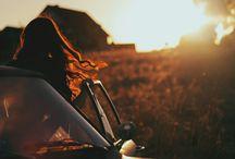 Freigeist / Du lässt dich treiben und mt reißen vom Leben. Du gehst auf eine Reise, nämlich auf deine eigene. Du bist frei indem was du tust. Du suchst dich selber in den verschiedensten Arten, du lehnst dich zurück und liest ein Buch oder du wagst in die Natur, all solche Dingen die wir im normalen stressigen Alltag viel zu selten machen, obwohl man solche wunderbaren Dingen eigentlich jeden Tag machen sollte, denn wir haben nur dieses eine Leben und das sollten wir in vollen Zügen genießen!