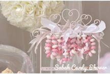 Sweet table princess / Sweet table princesse en rose et grise. Bracelet de bonbons fait main, fraisier , macarons cupcakes , popcakes, diadème