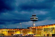 Aeropuerto de Palma de Mallorca / El aeropuerto de Palma de Mallorca, situado a 8 kilómetros de la ciudad, es la puerta de entrada de millones de turistas que visitan la isla. http://ow.ly/GwVD3
