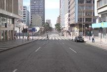 Curitiba - Paraná - Brasil / Curitiba é um município brasileiro, capital do estado do Paraná, localizada a 934 metros de altitude no primeiro planalto paranaense, a aproximadamente 110 quilômetros do Oceano Atlântico. População: 1,752 milhões (2010)