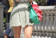 груша / На мой взгляд,для этой фигуры что не нужно носить,хороший пример частично покажет Дж.Ло., Блэк Лавли противоположно,показывает интересные и смелые порой варианты,есть вопрос про юбку в мелкий рисунок,считаю привлекает к себе больше внимания чем следует.И вопрос к обуви именно этот фасон,они могут подойти к стройным грушам,чтобы сапоги не так облегали ноги?