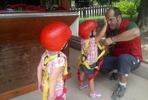 Sores Park Kids / Il nostro parco avventura adiacente al Rifugio Sores si sviluppa per ben 1400m sugli abeti e larici di una maestosa pineta. Divertimento assicurato per grandi e piccini