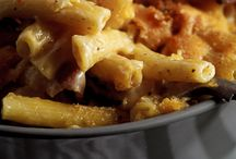 Beef and bacon mac and cheese / Food