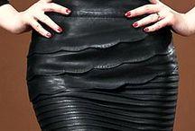 Saia De Couro Genuíno / Artigo: Couro legítimo  Cor: Preto Espessura: Moderada Fechamento lateral com zíper Couro suave Tamanho: M  Medidas: Comprimento:40cm Cintura: 89cm Quadris: 110cm
