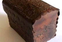 artesania en cuero / llaveros,monederos,repujado,adornos,pirograbado en cuero y pintura