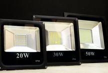 Foco Exterior LED 30W 2100lm 120º IP66 / Foco de led esta indicado especialmente, para la iluminación de exteriores, o la iluminación de naves industriales. Los focos exterior  led  apenas emiten calor, lo que los hace especialmente útiles para la iluminación de trabajos especiales.  Nuestros focos son de aluminio, con un rendimiento de 70LM/W, unas dimensiones de 220x230x345 y grado de apertura de 120º.También cuenta con una garantía de 2 años