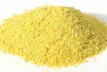 SELENIO O Se / Es un mineral con efecto antioxidante, por lo tanto impide la formación de radicales libres. También estimula el sistema inmune e interviene en el funcionamiento de la glándula tiroides. Se recomienda una ingesta diaria de 55-75 microgramos al día de selenio.