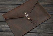 Notebook-Taschen / Hochwertige Echtleder-Notebooktaschen sowie Notebooktaschen aus Filz.
