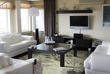 Transitional area rug / Transitional/floral rug that puts together a living room with neutral colors furniture