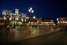 Valladolid / Valladolid es una ciudad situada en el noroeste de la Península Ibérica, capital de la provincia de Valladolid y de Castilla y León, la cual destaca por tener uno de los Índices de Desarrollo Humano más altos del mundo (6º lugar en España), resaltando como la provincia con mejor índice de nivel educativo de España.