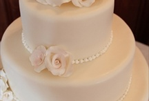 Wedding Cakes / by Hannah Brinker