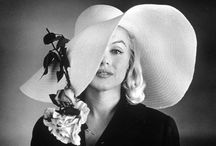 Marilyn Monroe white hat 1957 / Carl Perutz
