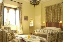 Habitaciones - Rooms / Fotografías de cada una de nuestras acogedoras habitaciones en el Castillo Santa Catalina.