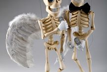 Bonnie - proffesional dancer and singing master skeleton marionette puppet / We have our new fully professional marionette done. This skeleton is nicely moving and looks just gorgeous. You can find him here http://www.czechmarionettes.com/detail/439-Bonnie---Professional-Dancing-Skeleton-Marionette