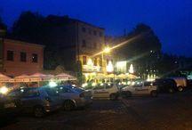 Apartamenty kraków / Apartamenty Rainbow oferują ekskluzywne  i wygodne noclegi na każdą kieszeń w centrum Krakowa. Regularnie odnawiane i nowocześnie urządzone pokoje znajdują się w samym sercu zabytkowej dzielnicy Kazimierz. Wspaniała lokalizacja sprawia, że w zasięgu ręki są najważniejsze zabytki Krakowa (10 min spacerem do Rynku Głównego) oraz życie nocne i kulturalne miasta. Dzięki nam mogą Państwo już dziś stać się częścią niesamowitej atmosfery i niepowtarzalnego klimatu krakowskiego Kazimierza.