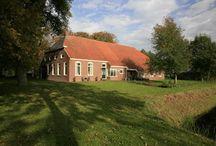 Het echte buitenleven in #Drenthe - Tolweg 37, Oud Annerveen / Vroeger opgegroeid op een boerderij? En zou je graag weer terug willen? Dit is echt zo'n boerderij waar je als 'boerengezin' heerlijk kunt leven: lekker prutsen in de schuur, beestjes houden, bijvoorbeeld een pony voor je dochter, wat geitjes en schapen... Kortom echt een plek geschikt voor 'buitenmensen'.   http://zijisdemakelaar.nl/detail/WoningDetail.aspx?RecID=295619