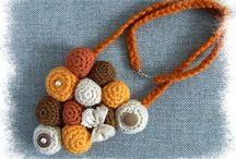 Biżuteria / Broszki. Naszyjniki. Kolczyki