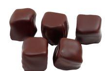 Gurme Çikolata Lezzeti ile El Yapımı Çikolatalar / Gurme çikolata ve el yapımı çikolata lezzetleri ile hediye sepetinizi oluşturun. En güzel hediyeyi sevdiklerinize verin harika çikolatalar ile mutlu edin.