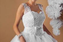 Suknia ślubna Madonna / Suknia ślubna typu księżniczka. Klasyczna i elegancka. Gorset bogato zdobiony koronką na subtelnych ramiączkach. Spódnica wykonana z wielu warstw tiulu.