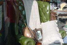 Partenariat Signes d'intérieur Farrow & Bowl / agencement d'une vitrine du magasin Farrow & ball du Mans avec des objets et mobilier helen'antiquités.