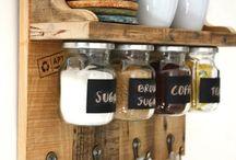 Koffie, tee en suikerhouers met bekers