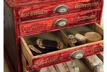 Old sewing and embroidery tools / Régi  varró és hímző eszközök és plakátok gyűjteménye