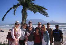 Hinter den Kulissen - Shooting Kapstadt / Unser Team hatte im Sommer ein erfolgreiches Model-Shooting in Cape Town (Südafrika). Sie hatten ein straffes Programm, aber trotzdem ganz viel Spaß. Klickt Euch einfach in die Galerie und entdeckt – ganz exklusiv – ein paar Making-of Bilder von einem genialen Shootingtag…:)