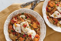 Cajun/Creole Holiday Recipes / Whether hosting a holiday party or preparing a Christmas feast for your family, these Cajun/Creole holiday recipes will make your gathering one-of-a-king.