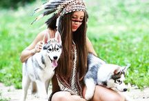 Animals meet Indian Headdress / We love when our customers send over their shooting pictures and many of them seem to pair our feather headdresses with animals for an authentic looking Indian Headdress shoot!