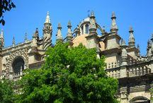 Sevilla / Going to Seville? Read all our tips about a gorgious city trip to Sevilla. http://mooistestedentrips.nl/stedentrip/sevilla
