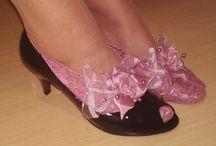 Meias rendadas / Finas sapatilhas de renda para proteger e embelezar os seus pés. Fabricadas no Brasil. Encomendas por email: asmocasquecosturam@gmail.com