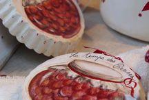 Le Marché des Fruits Rouges de Noyon / Une farandole de fruits rouges, des confitures, des confiseries ... Le 1er dimanche de juillet, la ville de Noyon accueille le célèbre marché aux fruits rouges. Le rendez-vous des gourmands ! #oise #tourisme #gastronomie #noyon #événement #fruitsrouges #marché http://www.oisetourisme.com