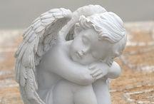 Andělé a sochy