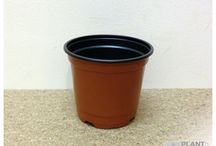 Round Plant Pots / We stock a large selection of sizes and volumes in our round plant pot range. Our entire range is entirely plastic based (Injection moulded and Thermoformed) and comes in a choice of 2 colours.