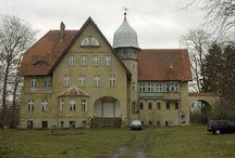 Kłopotowo - Pałac / Pałac w Kłopotowie został zbudowany w 1911 roku przez Hasso von Wedla. W 1919 roku w Kłopotowie przebywał zaprzyjaźniony z rodziną von Wedel feldmarszałek niemiecki Paul von Hindenburg. Ostatnim właścicielem przed II wojną światową był Knobelsdorf. Po wojnie rezydencja służyła jako obiekt kolonijny. Obecnie znajduje się w prywatnych rękach.