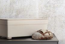 bulthaup accessoires – machen eine Küche zu Ihrer Küche / bulthaup accessoires sind mehr als einfache Küchenwerkzeuge. Sie sind ein attraktiver Blickfang – zum Aufbewahren im Schrank viel zu schade. Sie überzeugen durch ihre klare Gestaltung und ihre handwerklich präzise Verarbeitung bis ins kleinste Detail. Flexibel und effizient im Einsatz erleichtert und bereichert das passende Accessoire die tägliche Küchenarbeit.