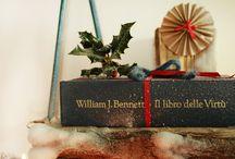 """BOAS PRENDAS FAZEM BOAS FESTAS! (DICAS) / Um bom livro é sempre uma óptima prenda para adultos mas também para os mais pequenos. Mas oferecer um livro basta? Se oferecer um livro é uma escolha que pretende estimular a paixão pela leitura, então vale a pena fazer desse gesto algo mais do que apenas um """"toma-lá dá-cá"""". Englobá-lo num pequeno evento dedicado, dentro das festas de Natal, pode ser uma escolha vencedora. Mas há mais. Sugestão? Le mais: http://be-weddingevents.com/pt/news/portugues-boas-prendas-fazem-boas-festas-dicas/"""
