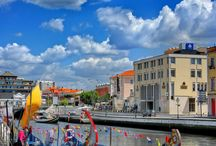 Aveiro / The 'Venice of Portugal' lies on the Atlantic coast and has a prosperous legacy tied to the ocean waves. From the edge of the Aveiro lagoon run canals which stretch into the city and intersect with colourful streets. One of the city's strengths is that it's rather underrated, and therefore visitors tend to get a more intimate, authentic and all together less touristy experience. Aveiro offers what is quite possibly the best fusion of Portuguese culture and boat based excursions in the country.