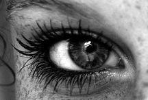 Ojos blanco y negro