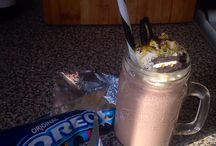 Oreo Milkshake / Oreo cookies (as many as you like) 5 large scoops of vanilla icecream 1/2 pint of milk 2 table spoons of golden syrup  Squirty cream
