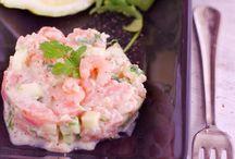 Les 10 plus beaux tartares de saumon et crevettes / La Délicieuse Découverte de la semaine est au restaurant Café de la vie, il s'agit d'un tartare de saumon et crevettes, mais voyez ce qui est proposé de par le monde!