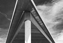 Villa Nostra / Construction au style purement contemporain, utilisant un langage architectural adapté à ce style de réalisation, tant au niveau de la volumétrie, de la proportion des ouvertures que de l'utilisation de la couleur et des matériaux. Un chez soi qui se fond dans le paysage et s'adapte en fonction de la demande et des besoins. C'est un jeu d'inspiration et de lumière qu'a imaginé Jacques Patingre, architecte DPLG.