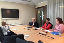Muutosmuotoilu - Varjostus Margita Klemetti / Kokeiluluonteinen tehtävä, jossa varjostaja varjostaa varjostettavan työpäivän, tarkkailee työtä ja etsii sieltä innostuksen, tehokkuuden ja asiakashyödyn elementtejä. Varjostaja tekee varjostettavan työstä uudelleen muotoilun. Varjostettevana oli Margita Klemetti, Työelämä 2020 hankkeen johtaja.