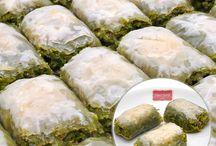 Baklava / %100 Tereyağı ve şeker pancarından üretilen şeker İle üretilmiştir. Özenle seçilmiş ve kalite ile yoğrulmuş antep fıstıkları ile hazırlanmıştır.