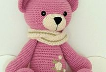 Bears knitting
