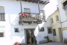 ROBLEDILLO DE LA VERA / Conjunto pintoresco de viviendas en torno a su Iglesia de San Miguel, del S. XVI y XVII,