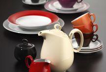 Bunte Porzellanwelt / Bunt, fröhlich und kombinierbar. So präsentiert sich Seltmann Weiden TRIO und passt somit perfekt in den modernen Haushalt. Je nach Laune, Geschmack, Tischdekoration oder Einrichtungskonzept können die Farben von TRIO miteinander kombiniert werden, so dass immer wieder eine neue Farbstimmung entsteht.