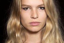 Sonbahar - Kış Saç Modelleri / Koca bir yazı geride bıraktığımız şu günlerde sonbahar-kış saç modası şekillenmeye başladı. Saç renkleri ve saç modellerine dair yeni sezonun en trend 7 saç modasını araştırdık.